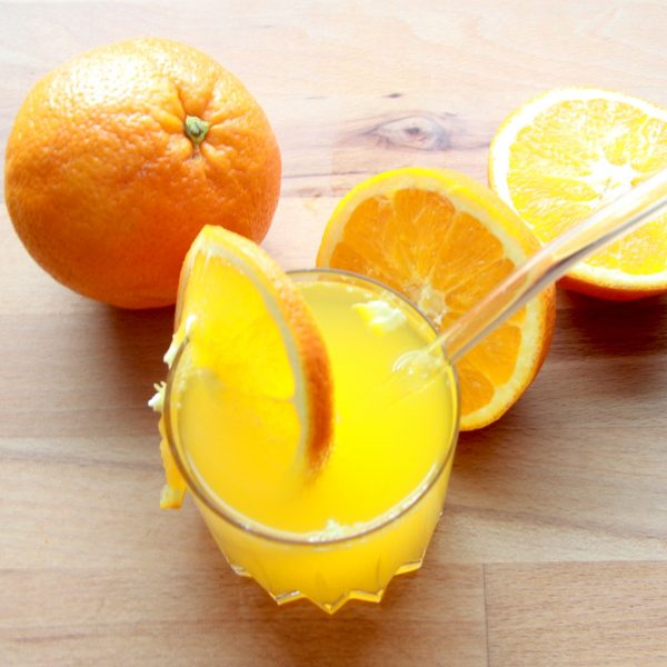 Happy Mix Orangensirup im Glas mit Glasstrohhalmen von Drinkmate